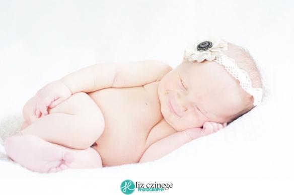 Liz Czinege Newborn Photographer Niagara Hamilton5