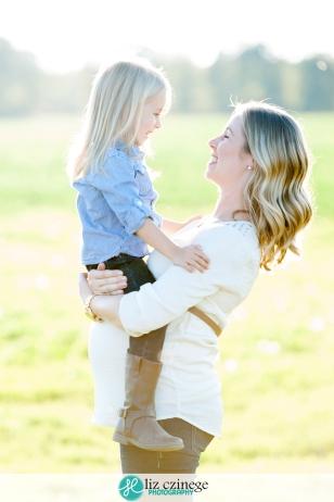 Liz Czinege Niaraga Maternity Photographer